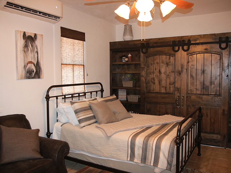 Carriage-House-Bed-at-Cow-Camp-Lodging-in-Fort-Davis