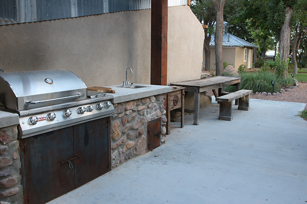 Outdoor-Kitchen-Stay-At-Fort-Davis-Cow-Camp