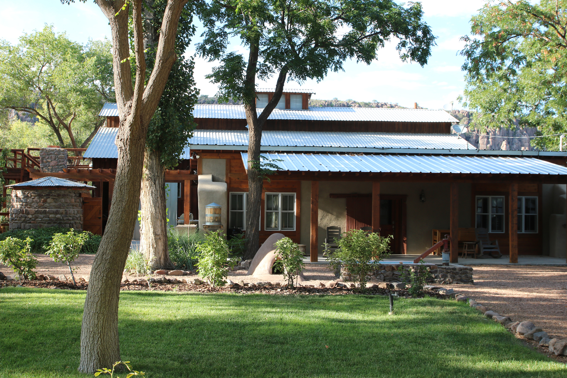 The-Bunkhouse-at-Cow-Camp-Best-Place-To-Stay-in-Fort-Davis-Header